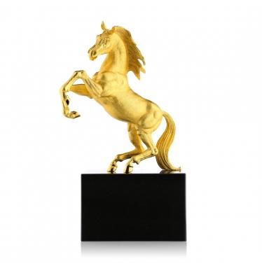 Tượng ngựa chiến thắng NLG1